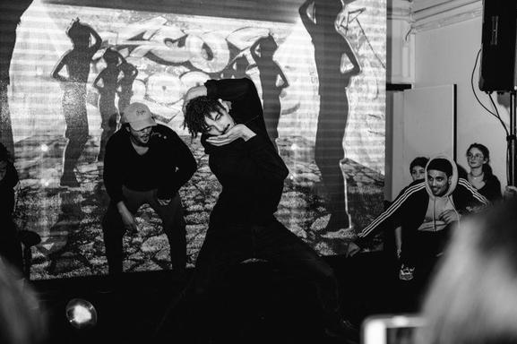 Devenir chanteur, comédien, humoriste ou danseur et faire de la scène? Casting.fr vous offre des cours dans l'une des meilleurs écoles: LES COURS ANNA! Attention Masterclass exceptionnelle avec Younes et Bambi du Jamel Comedy Club