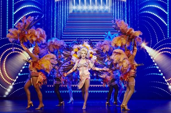 Priscilla Folle du Désert, la comédie musicale hors du commun la plus démesurée débarque au Casino de Paris. Casting.fr vous offre l'opportunité de découvrir ce phénomènemusical!