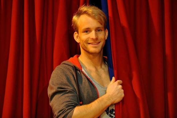 Simon Heulle, artiste de cirque gagnant de l'emission incroyable talent sera à l'affiche de LOVE CIRCUS