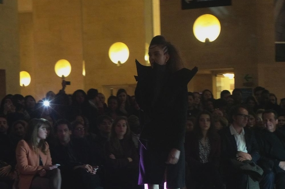 Reportage mode : Défilé Mossi Traoré au Carrousel du Louvre le 6 mars 2013