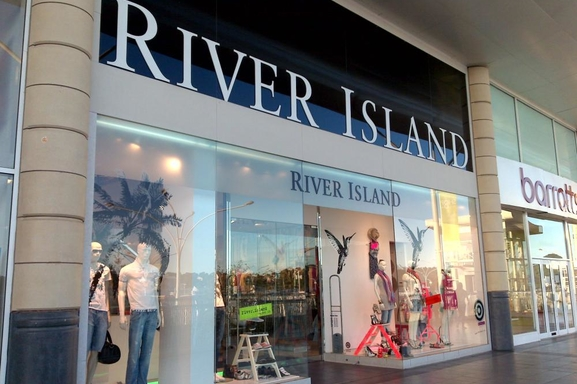 Rihanna s'associe à la marque britannique River Island !