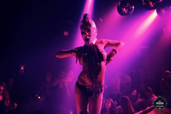 Black circus cabaret, un restaurant festivif contemporain pour une soirée unique et débridée !