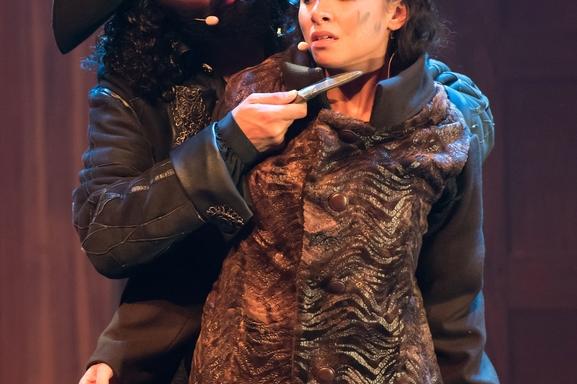 A voir absolument! La comédie musicale : Pirates le destin d'Evan Kingsley aux Folies Bergère