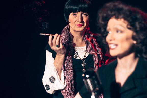 """""""Édith Piaf, je me fous du passé """", le spectacle musical hommage à Édith Piaf écrit par Victor Guéroult.  Touchant et émouvant, voici un voyage dans le monde d'Edith Piaf..."""
