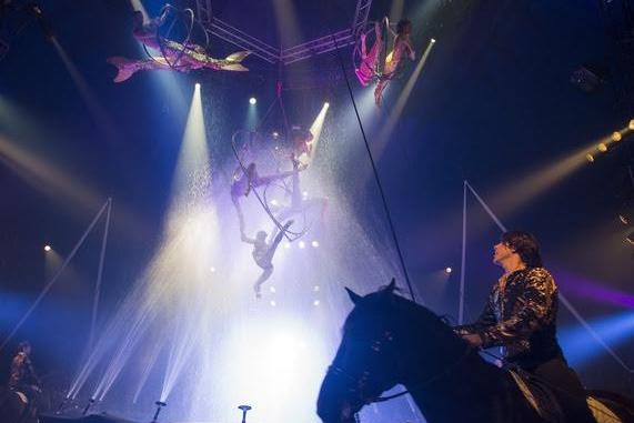 """Découvrez le spectacle équestre et aérien d'Alexis Gruss : """"Pégase et Icare"""""""
