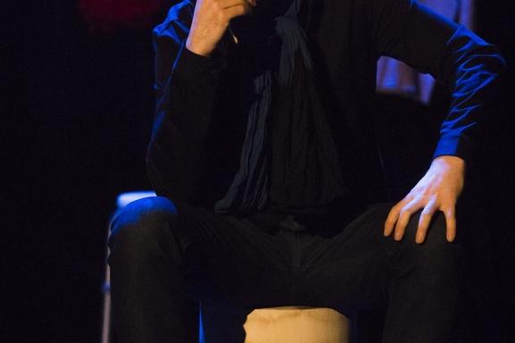 """Nicolas Koretzky propose une analyse hilarante de notre société dans """"Point de Rupture"""" au théâtre de l'Archipel. A voir absolument, drôle et corrosif en bref EXQUIS!"""