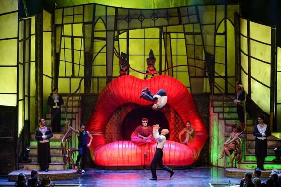Le spectacle The Hole débarque en France, découvrez ce show cabaret sexy sur Casting.fr