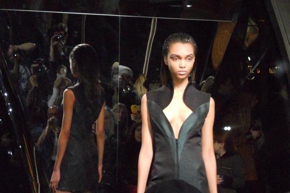 Lumière sur le défilé de Fatima Lopes pour la Fashion Week avec Joey Starr et Lucie Lucas