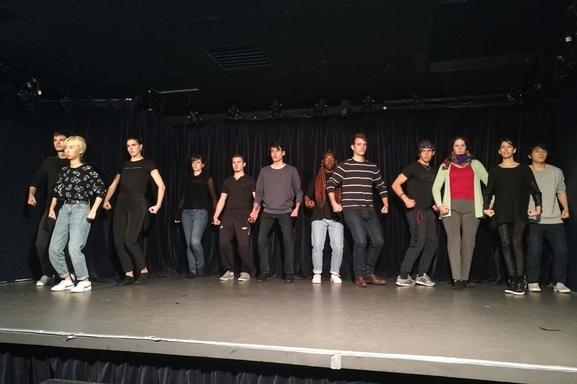 Une formation gratuite au théâtre et à l'improvisation théâtrale grâce à casting.fr avec la troupe éphémère vous est offert ici alors écrivez -nous maintenant!