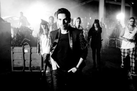 """Michael Canitrot présente """"Leave Me Now"""", son nouveau single avec un video clip détonant..."""