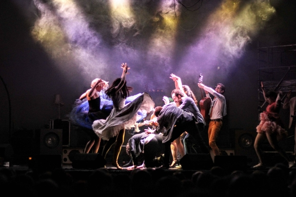 Les Franglaises à la Seine Musical. Découvrez leur spectacle bourré d'humour qui vous entraîne tout en musique !