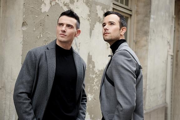 Burning Dancefloor, c'est le nouveau single pop et rythmé du duo Cassandre !