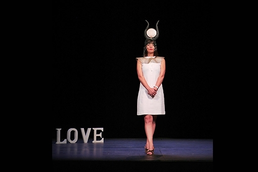 What is love ? Le spectacle executoire de l'Amour par Anne Buffet au Théâtre de la Contrescarpe