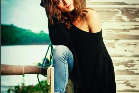 A peine 19 ans et déjà célèbre grâce a sa beauté mais pas que ! Focus sur http://www.casting.fr/Ionamarre