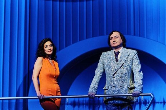 « Douce Amère » avec Mélanie Doutey, une comédie à voir absolument aux Bouffes Parisiens !