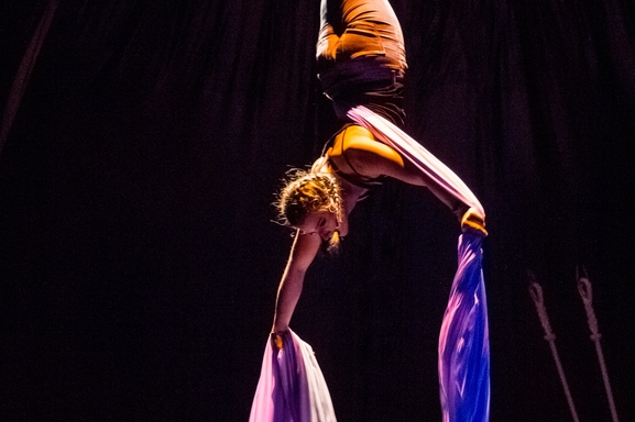 """Envie de vous former à l'univers des arts du cirque et de la danse? On vous offre une formation chez """"Le Tour du monde en galipette"""""""