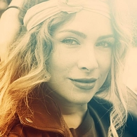Après l'apogée de sa tournée avec Madonna, Emilie Capel rejoint l'équipe du spectacle musical Love Circus