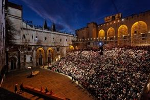 Du 4 Juillet au 23 juillet se déroulera le Festival d'Avignon ! Une occasion à ne pas manquer pour découvrir de nombreux talents.