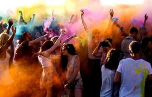 Casting.fr est partenaire de la deuxième édition du Holi One Colour Festival, demandez vos pass !
