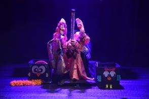 Cirque aérien, magie et marionnettes découvrez l'univers merveilleux du spectacle, Charlie Poppins de Débora Roquebrune.