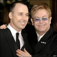 Elton John est papa!