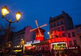 L'incontournable Moulin Rouge rouvre ses portes en septembre 2021. On vous invite dans l'un des cabarets les plus célèbres au monde!