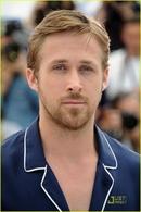 """Montrer ses fesses à Ryan Gosling et en plus être rémunéré pour son nouveau film """"How to catch a monster"""", c'est possible !"""
