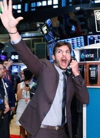 """Ashton Kutcher était à Wall Street le mardi 6 août pour la promotion de son film """"Jobs"""" !"""