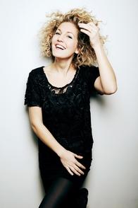 """Kim Schwarck, une auteure et comédienne qui nous parle de sa formule du bonheur """"entrée, plat, dessert"""""""