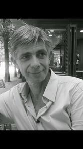 René-Marc Guedj, le créateur de l'Ecole de l'Humour et des Arts Scéniques, une école d'humour unique en France