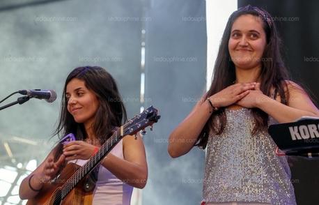 Mona et Nada ça donne MONADA un duo d'artistes féminine découverte sur Casting.fr.