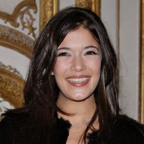 Les conseils de Mélanie Doutey aux membres de casting.fr inspirée par René Char: Impose ta chance, serre ton bonheur et va vers ton risque à te regarder. Ils s'habitueront!