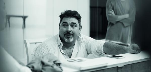 Projecteurs sur Pierre Yves Duchesne, metteur en scène, coach vocal et fondateur de L'AICOM, première école européenne de comédie musicale !