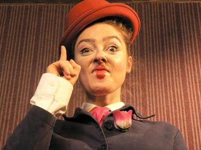 """""""La noblesse, la profonde tendresse et le désarrois du clown sont une mine d'or qui m'ont permis d'exister Pleinement"""". Charlotte Saliou, metteur en scène du spectacle Cirque Le Roux """"The Elephant in the room"""", vous raconte..."""