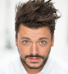 Interview de Kev Adams: lumière sur le métier d'humoriste, acteur et producteur en toute intimité