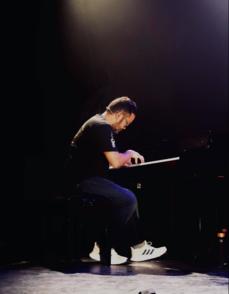 Dans la continuité de l'interview de Prisca DEMAREZ, retrouvez un de ses musiciens fétiche, le célèbre pianiste John FLORENCIO.