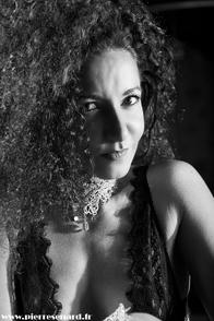"""""""Il faut provoquer son propre succès"""" telle est la devise de Léa Voui, directrice artistique du célèbre cabaret Parisien """"Secret Square"""". Elle nous révèle quelles sont selon elle les clefs de la réussite."""