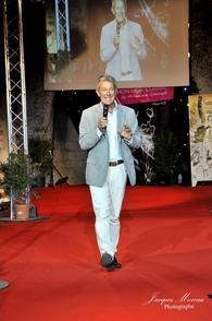 Look mode sur Philippe Noël organisateur de la Fashion Night Couture aux Salons des miroirs