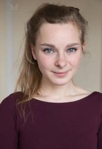 Clémence Viandier, une jeune comédienne qui nous plonge dans l'univers du théâtre pour enfants !