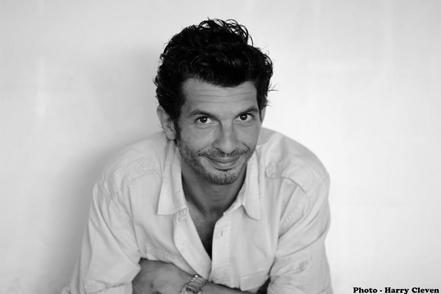 Romain Thunin artiste multi-talents aux multi-projets, dans la pièce Accouchement sous ex !