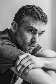 Gianni Giardinelli, acteur et photographe au charme indéniable, évoque son histoire en toute intimité