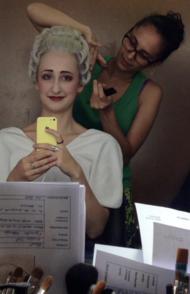 Rencontre avec Damia Passon, une jeune maquilleuse-perruquière, à l'Opéra Garnier.