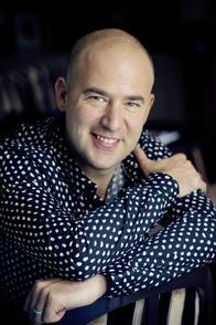 Coach vocal et fondateur de l'école de musique Crescendo, Mathieu Salama nous dit tout du métier!