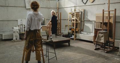 Casting homme et femme sachant dessiner au fusain pour figuration dans série