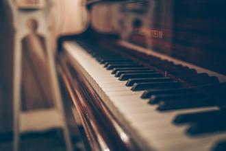 Recherche un pianiste typé Africain de 13 ou 14 ans pour série TV
