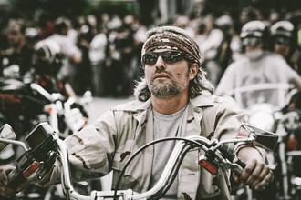 Casting homme type biker pour être silhouette dans série