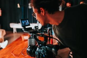 Recherches 3 silhouettes hommes typés Caucasiens entre 30 et 45 ans pour film documentaire