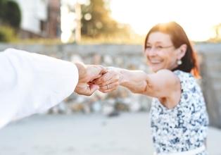 Casting hommes et femmes entre 55 et 65 ans pour publicité web