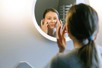 Casting modèle femme entre 20 et 25 ans pour publicité laboratoire dermatologique