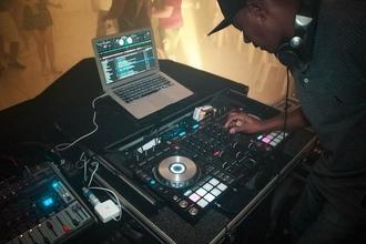Urgent recherche DJ pour évenement privé en octobre